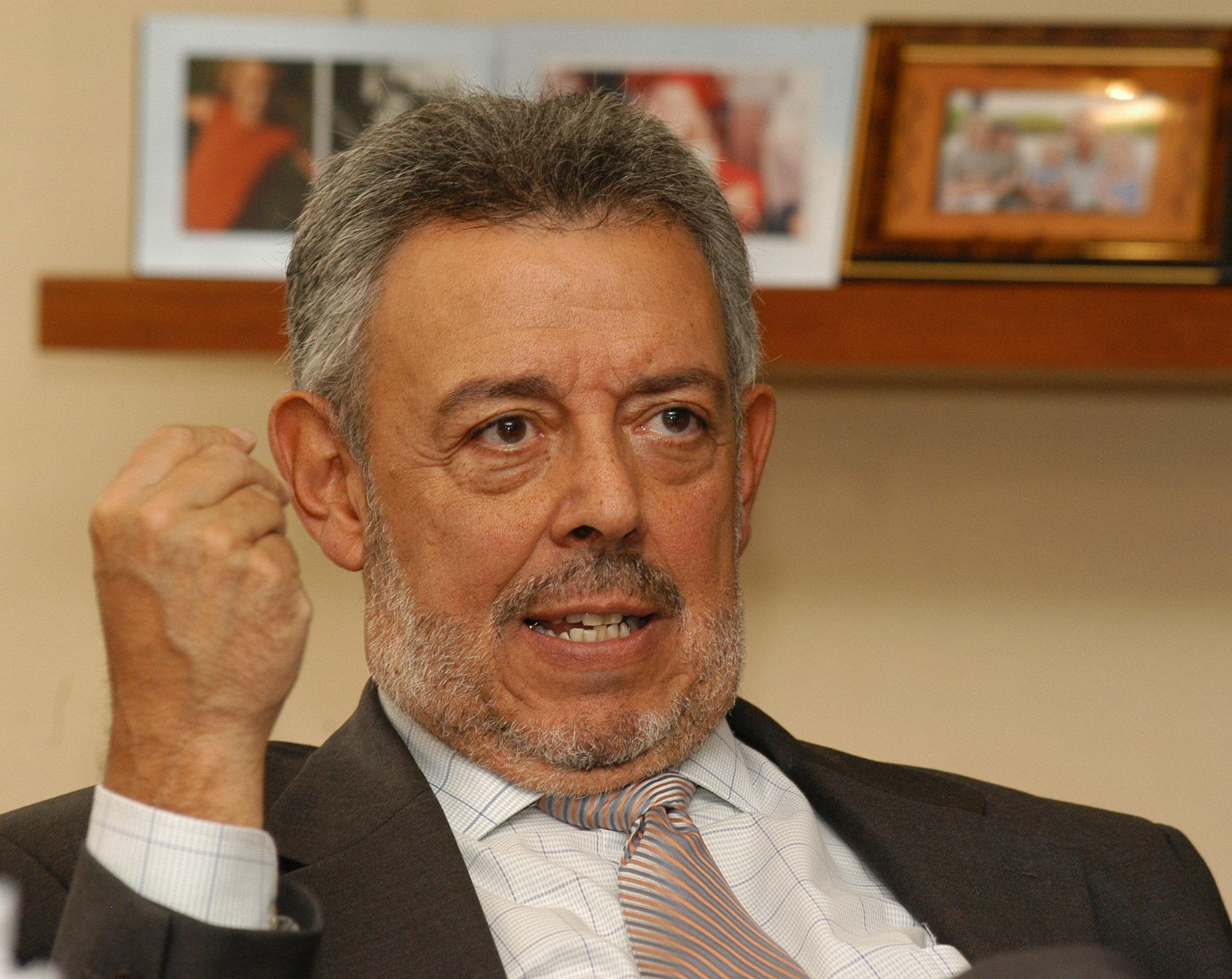 LUIS FERNANDO SANTOS CALDERÓN