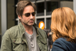 David Duchovny es Fox Mulder y Gillian Anderson es Dana Scully en The X Files - FOX (1)Baja
