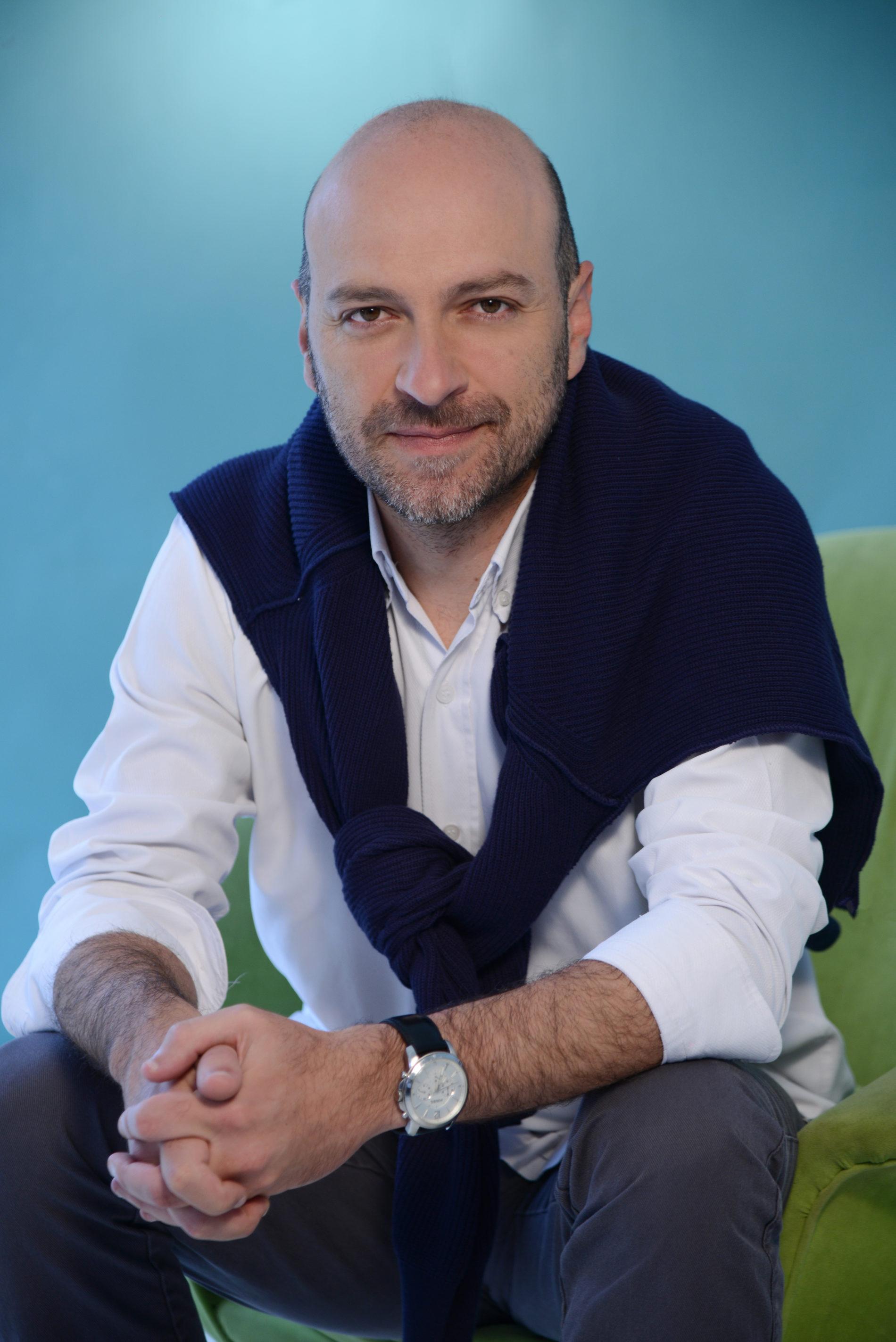 Nicolás Samper PARTÍCIPE DE UNA ORIGINAL TERTULIA QUE ESTÁ EN LA JUGADA