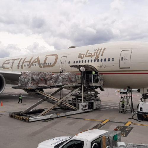 EAU envía avión de ayuda a Colombia en la emergencia sanitaria y repatria a nacionales