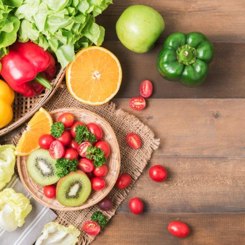 Aprenda a mercar de forma más saludable: Alimentos para nutrir el cuerpo y para mantener la economía del hogar