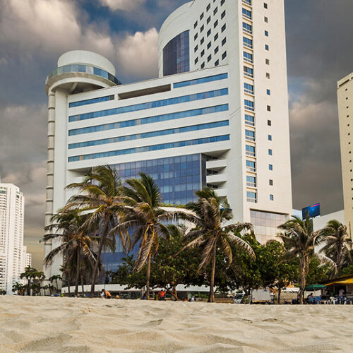 Hotel Almirante celebra apertura de playas en Bocagrande