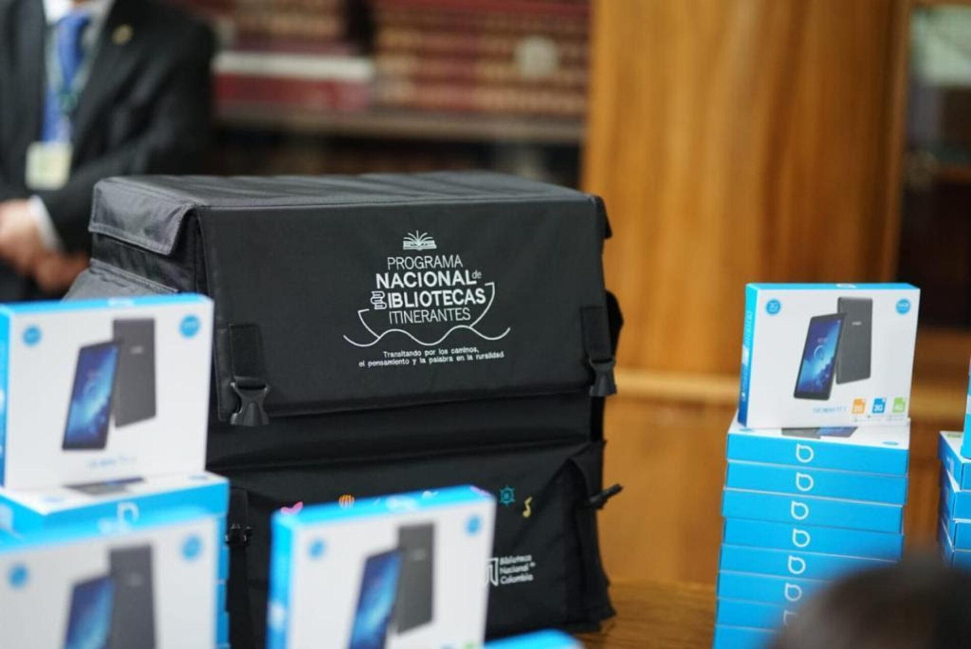 Gobierno de Emiratos Árabes Unidos donó 150 tabletas para Programa Nacional de Bibliotecas Itinerantes