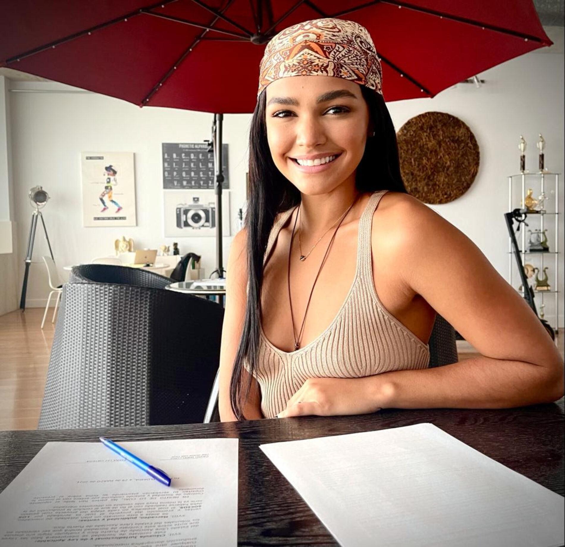 Kiara Liz firma contrato para su primer protagónico en cine