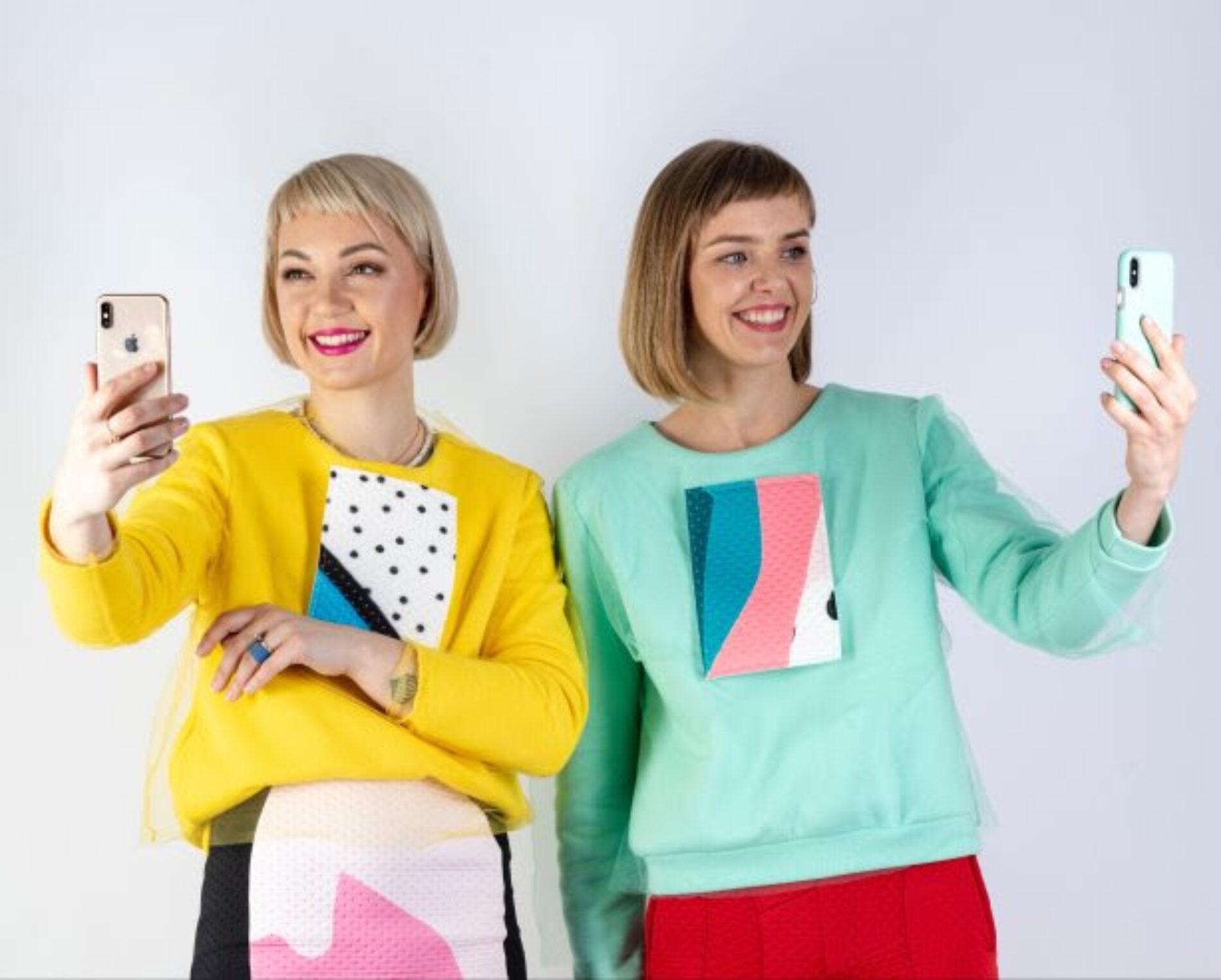 Moda para videollamadas: piezas llamativas que se adaptan a la pantalla